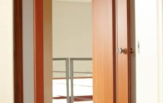Lomené dvere